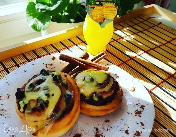 Улитки с изюмом и лимонной глазурью