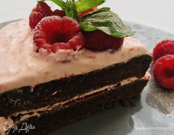 Шоколадный диетический мини-торт с малиной