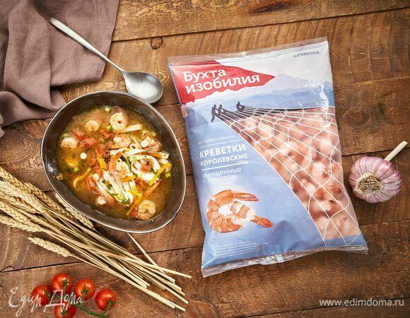 Суп с креветками и яичной лапшой