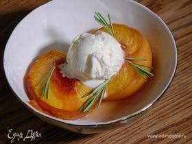 Персики, припущенные в розмариновом сиропе