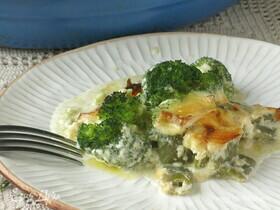 Брокколи с фасолью под сливочно-сырным соусом