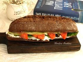 Сэндвич с семгой и творожным сыром