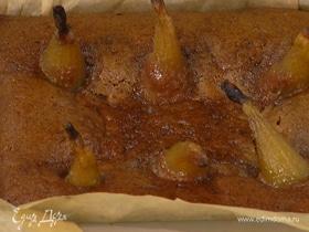 Миндально-финиковый пирог с томленными в сиропе грушами