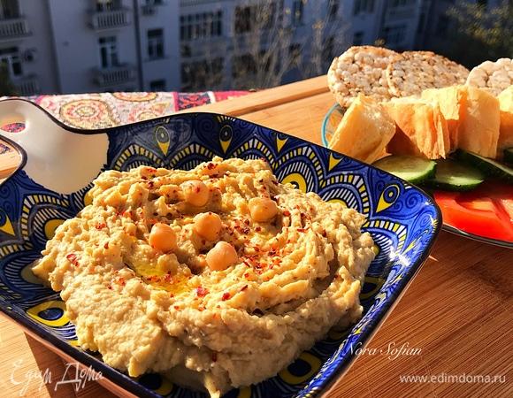 Хумус с печеным чесноком
