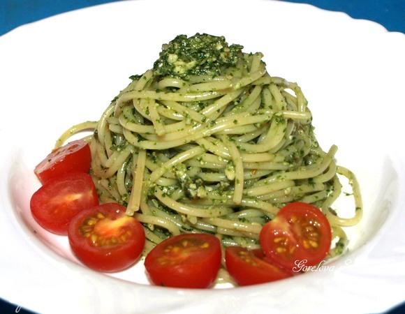 Спагетти с соусом из руколы и орехов кешью