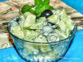 Салат из огурцов с маслинами и мятой