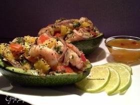 Порционный салат с креветками, манго и авокадо