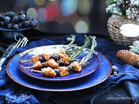Глазированная утка с виноградом на шпажках