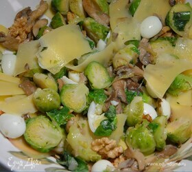 Салат из брюссельской капусты с вешенками и перепелиными яйцами