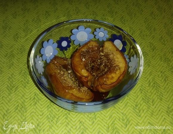 Груша, запеченная с кофе, медом и семечками