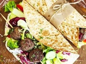 Армянский лаваш с тефтелями и салатом