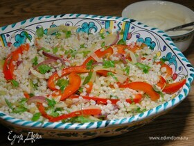 Перловка с жареными овощами и соусом тахини