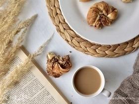 Плетенки с корицей и грецким орехом