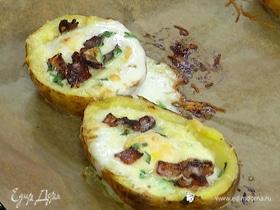 Запеченный картофель с сыром, яйцом и беконом