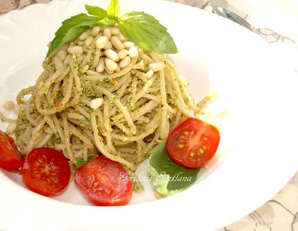 Полбяные спагетти с заправкой из тофу и руколы