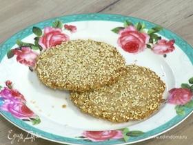 Соленое овсяное печенье с кунжутом