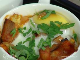 Яйца, запеченные с овощами и нутом