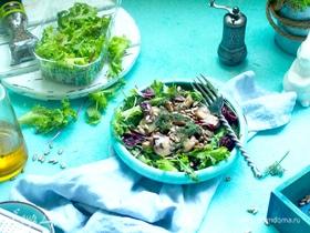 Теплый салат из шампиньонов с семечками