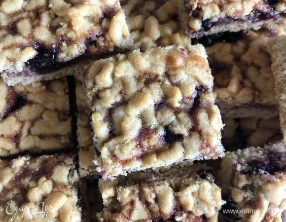 Песочное печенье с вареньем из черной смородины