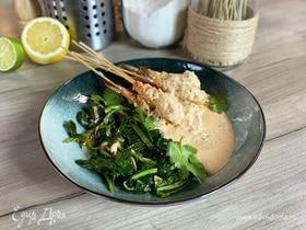 Креветки с соусом «Том Ям» и жареным шпинатом