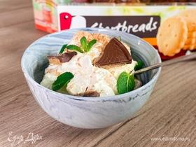 Домашнее мороженое с печеньем и шоколадом