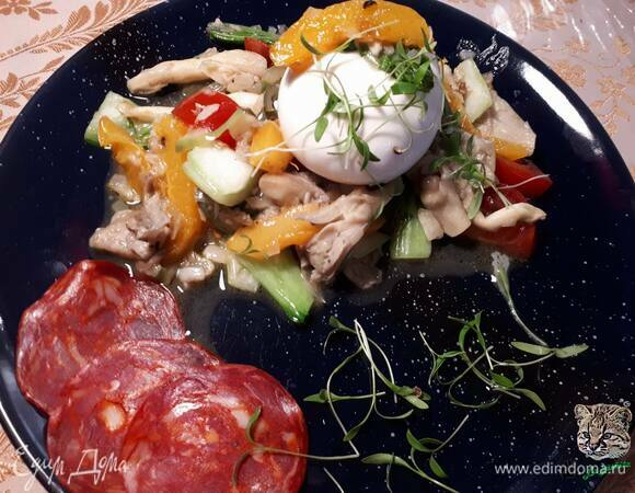 Теплый салат с абрикосами и вешенками