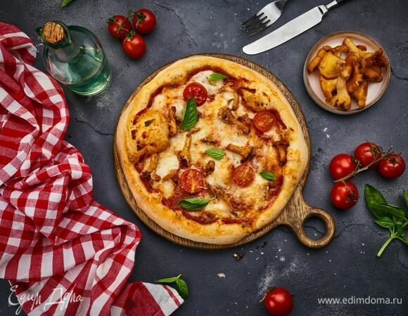 Римская пицца с лисичками и моцареллой