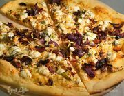 Пицца с овощами и сыром фета по-гречески