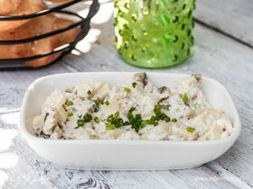 Рецепт салата с маринованными груздями